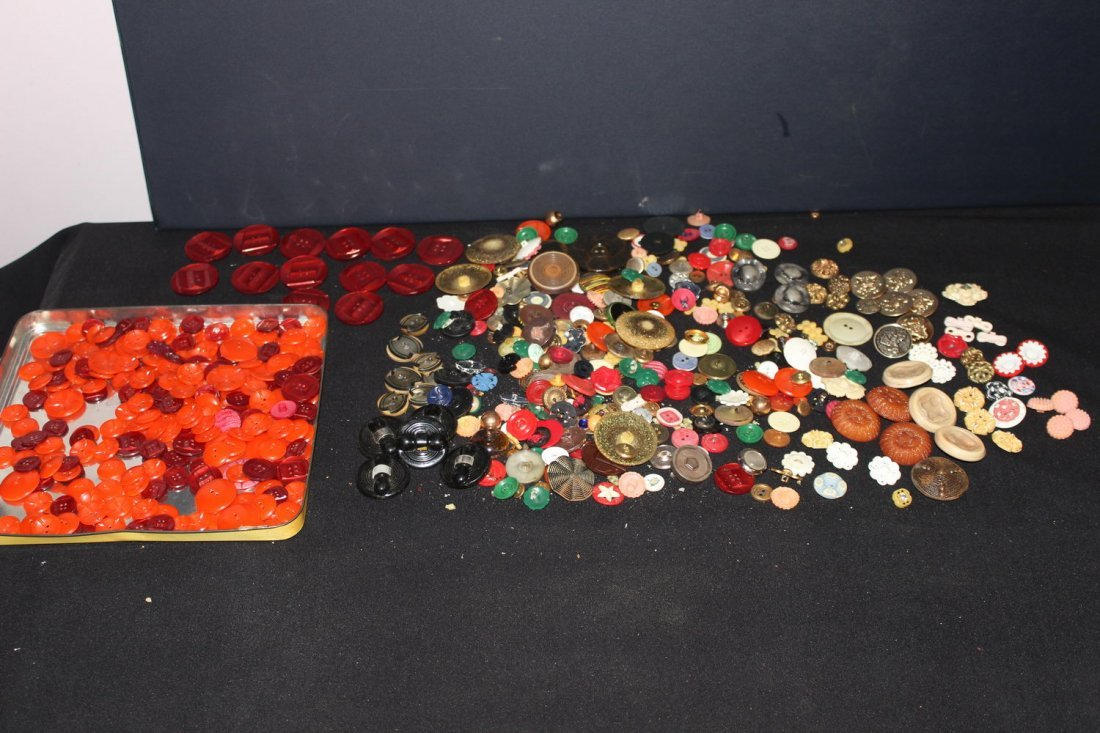 NICE SELECTION OF OLD COLORFUL BUTTONS BRASS- PLASTIC-