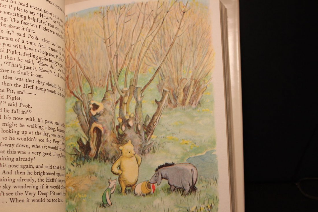 2 SUPER LIKE NEW CONDITION THE WORLD OF POOH WORLD OF - 8