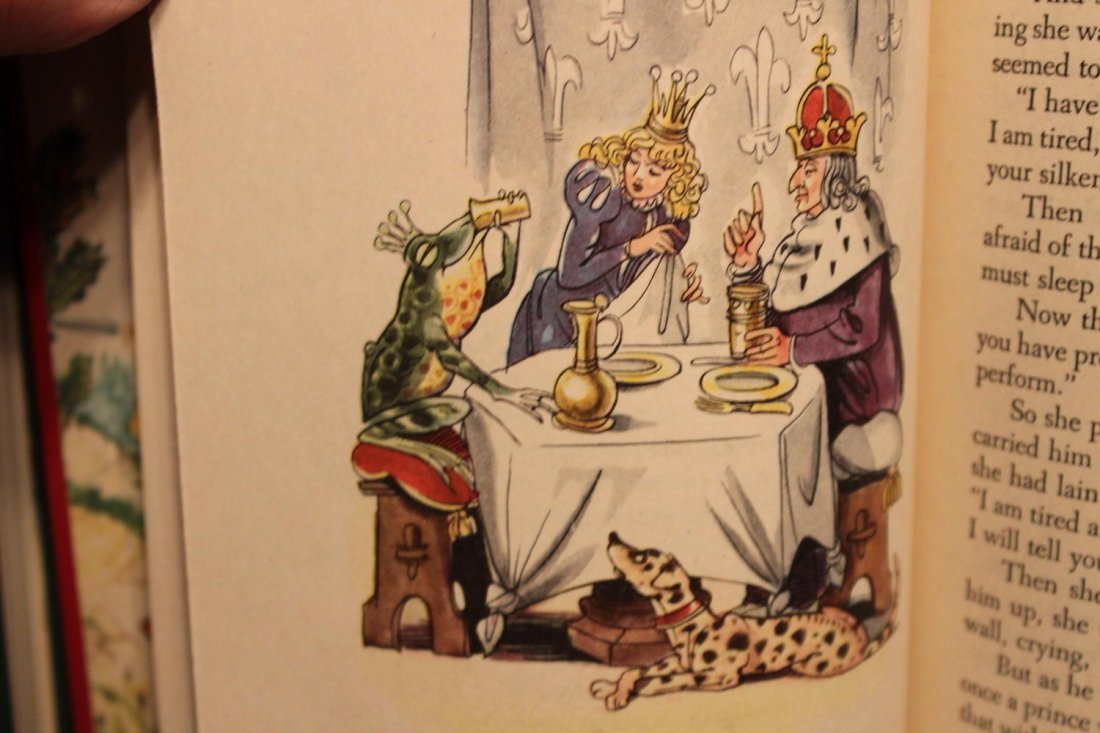 2 CHILDREN'S FAIRYTALES IN LIKE NEW CONDITION - 8
