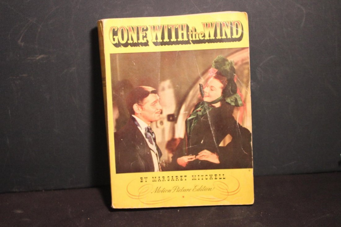 GONE WITH THE WIND LARGE PAPERBACK MOTION PICTURE