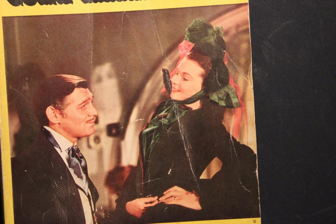 GONE WITH THE WIND LARGE PAPERBACK MOTION PICTURE - 2