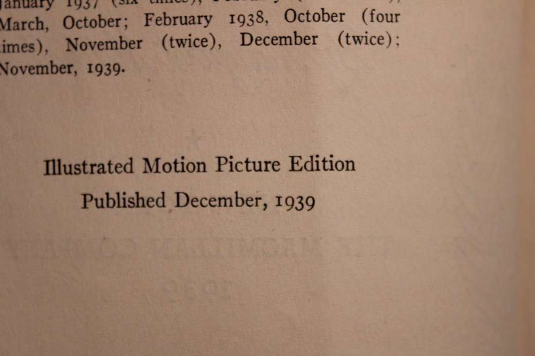 GONE WITH THE WIND LARGE PAPERBACK MOTION PICTURE - 4