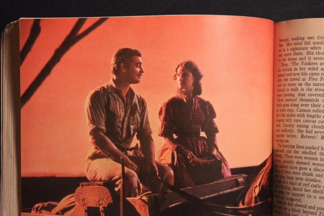 GONE WITH THE WIND LARGE PAPERBACK MOTION PICTURE - 5