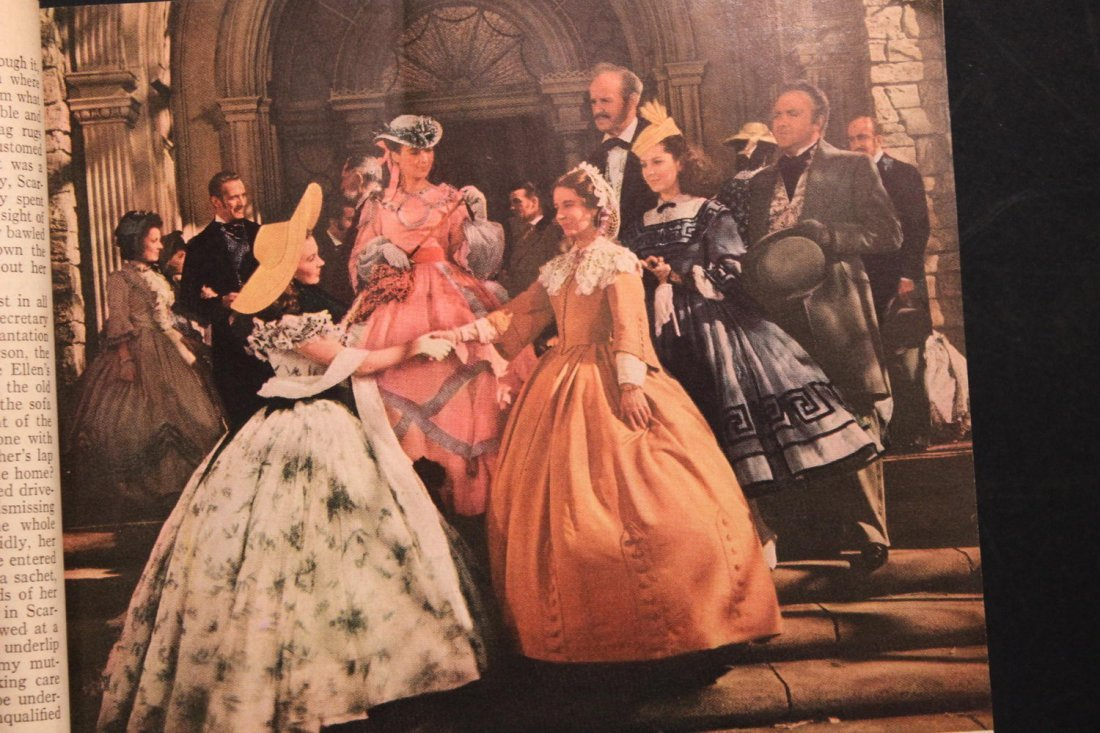 GONE WITH THE WIND LARGE PAPERBACK MOTION PICTURE - 6