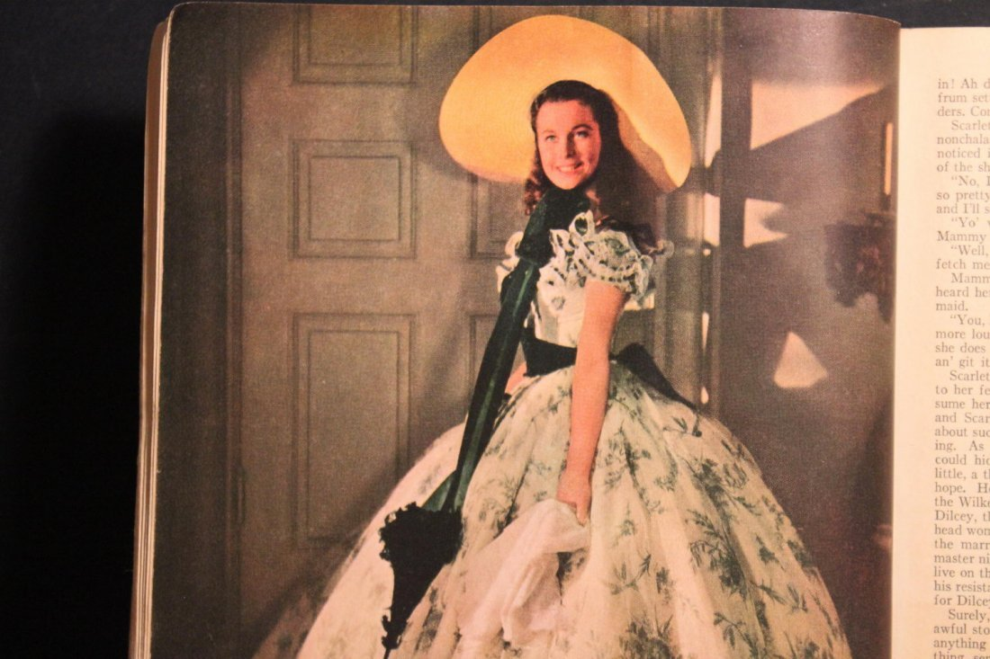 GONE WITH THE WIND LARGE PAPERBACK MOTION PICTURE - 7