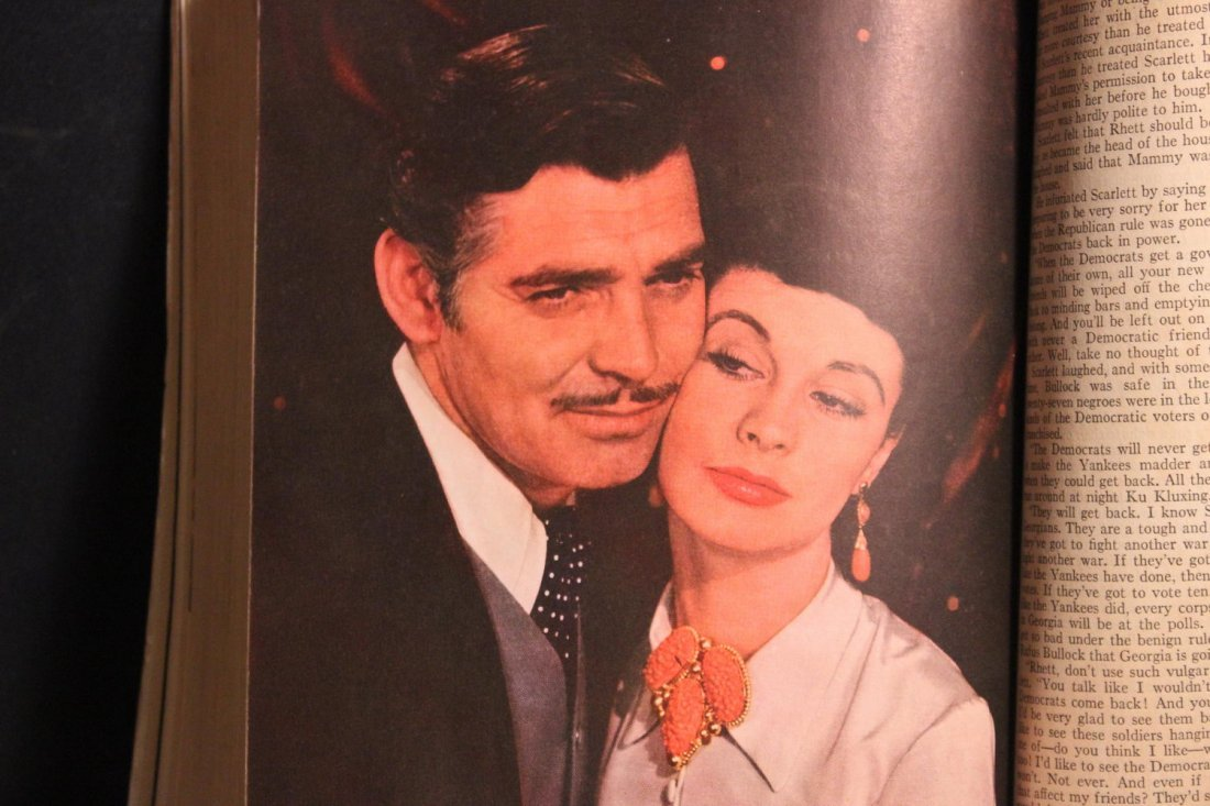 GONE WITH THE WIND LARGE PAPERBACK MOTION PICTURE - 9