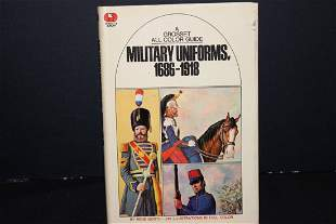 1970 A GROSSET ALL COLOR GUIDE MILITARY UNIFORMS -