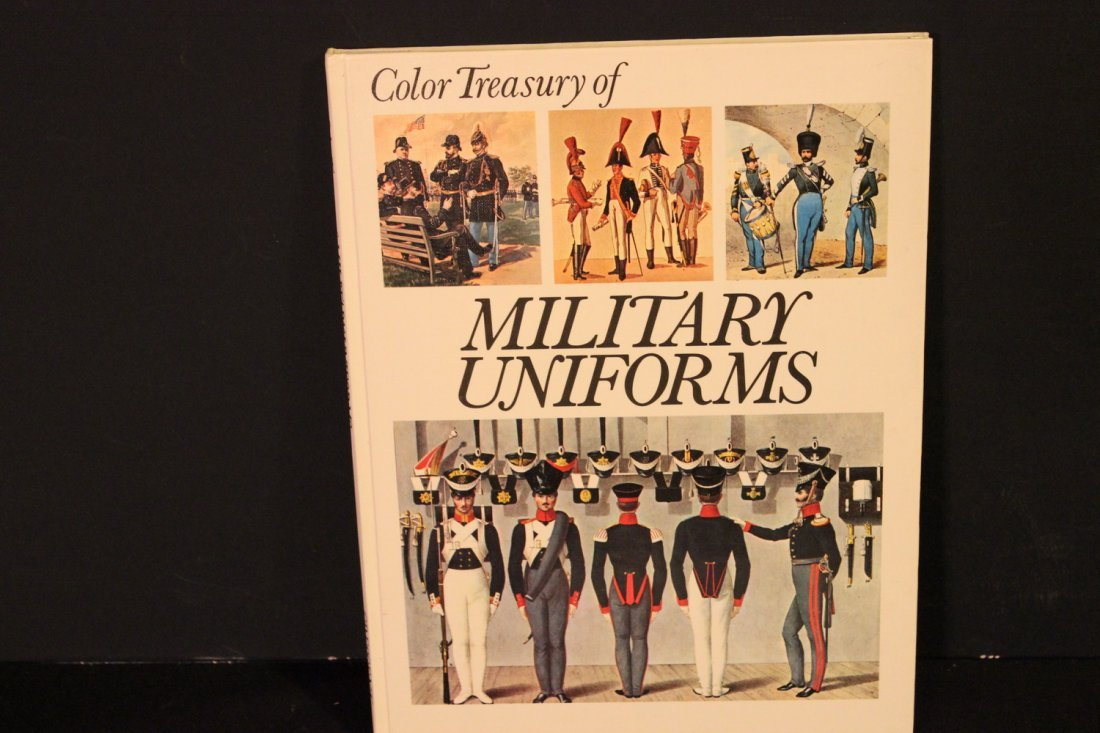 1 COLOR TREASURY OF MILITARY UNIFORMS - 1973 GREAT