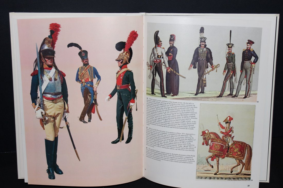 1 COLOR TREASURY OF MILITARY UNIFORMS - 1973 GREAT - 2