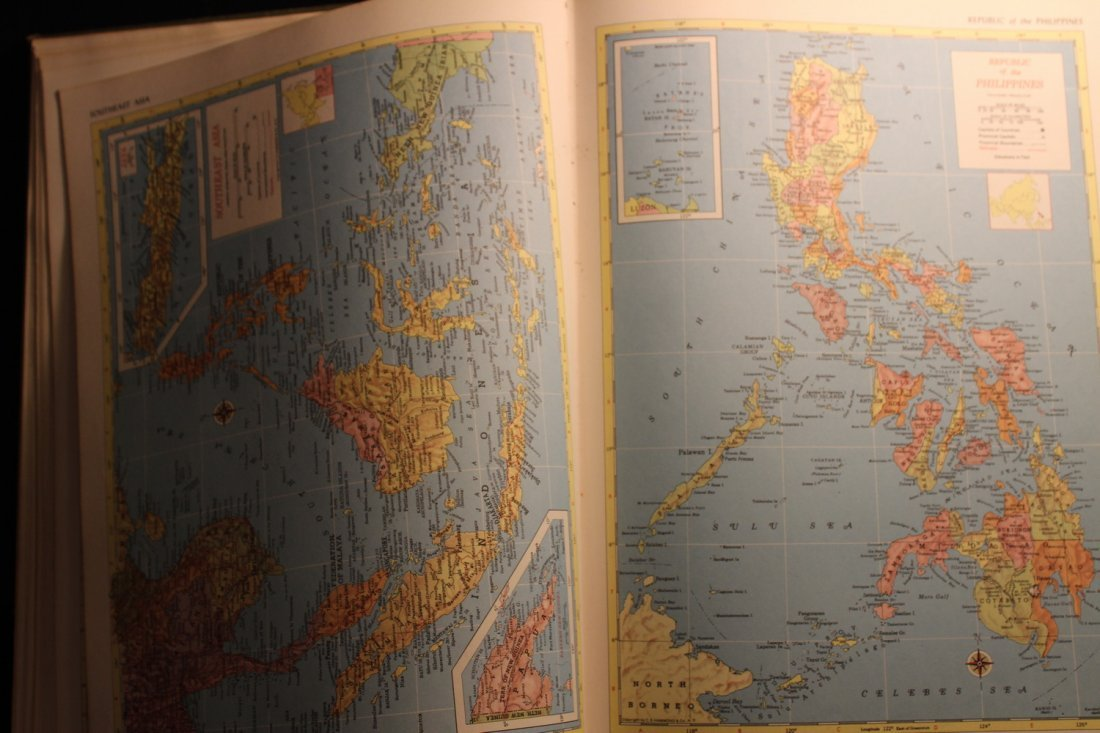 HAMMONDS AMBASSADOR WORLD ATLAS 1958 - COVER FADING - - 5