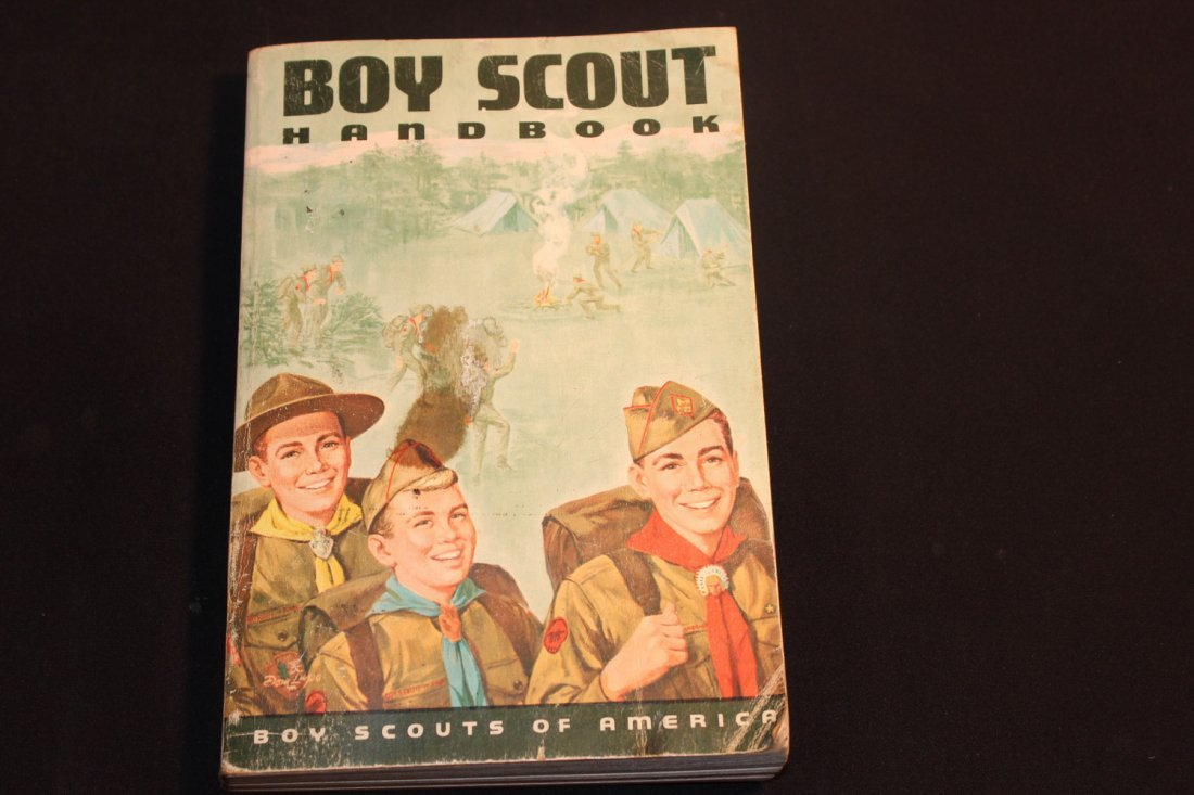 1965 ISSUE BOY SCOUTS HANDBOOK - 448 PGS. - SOFT COVER