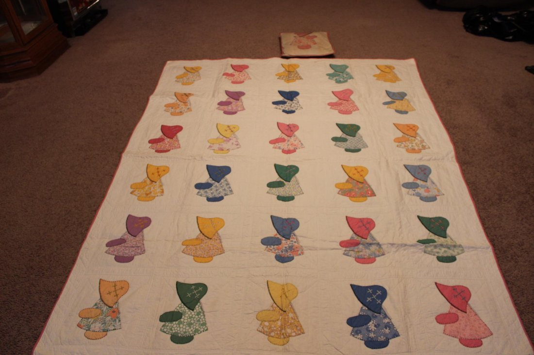 WONDERFUL LITTLE GIRLS VINTAGE QUILT WITH MATCHING