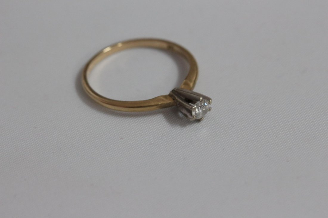 14 K DIAMOND RING FEATURES .15 PT. SOLITAIRE ROUND