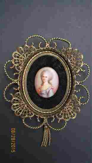 EARLY FRENCH HAND-PAINTED OVAL PORCELAIN IN A VERY