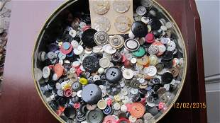 TIN OF BUTTONS TO INCLUDE MOTHER OF PEARL JAPAN 1954