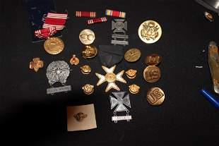 18 U.S. MILITARY AWARD PINS & BADGES - ALL 1 MONEY