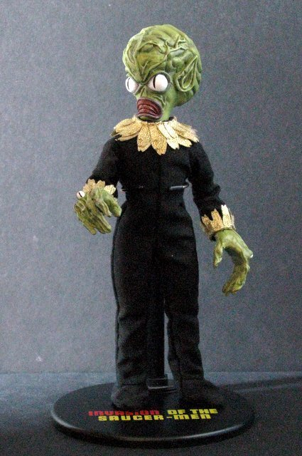 INVASION OF THE SAUCER MEN - POSEABLE MARTIAN FIGURE -