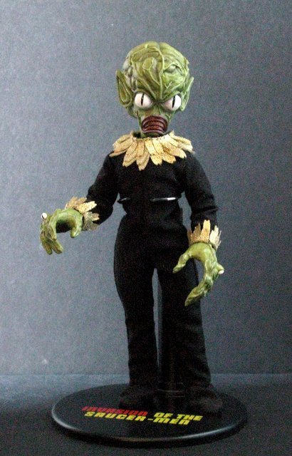 INVASION OF THE SAUCER MEN - POSEABLE MARTIAN FIGURE - - 2