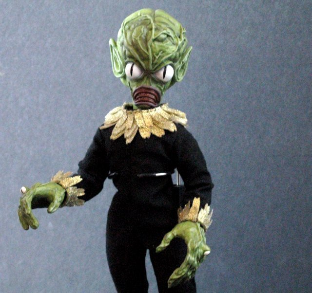 INVASION OF THE SAUCER MEN - POSEABLE MARTIAN FIGURE - - 3