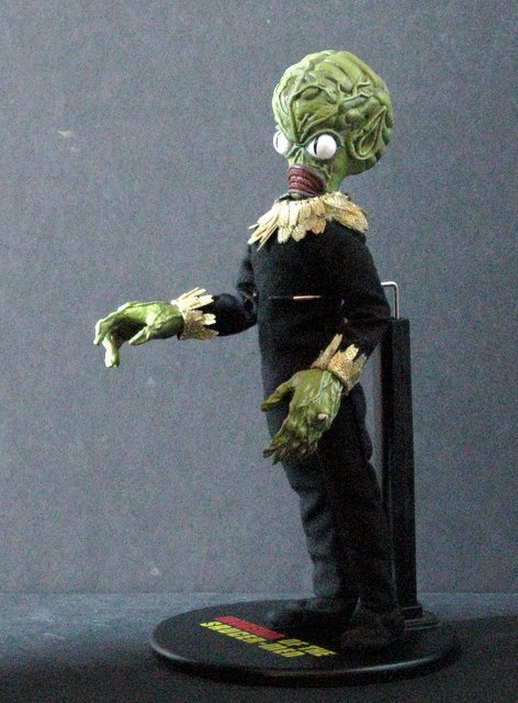 INVASION OF THE SAUCER MEN - POSEABLE MARTIAN FIGURE - - 4