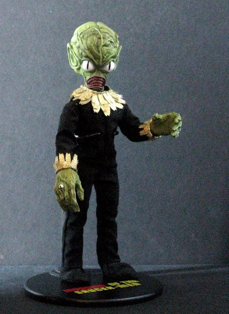 INVASION OF THE SAUCER MEN - POSEABLE MARTIAN FIGURE - - 5