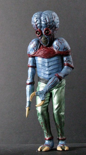 METALUNA MUTANT - PRO PAINTED MODEL FIGURE - Tsukuda