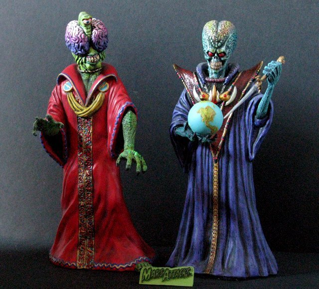 MARS ATTACKS - TWO EVIL MARTIAN LEADERS - PAINTED MODEL