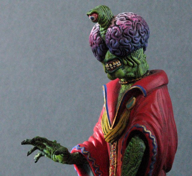 MARS ATTACKS - TWO EVIL MARTIAN LEADERS - PAINTED MODEL - 2