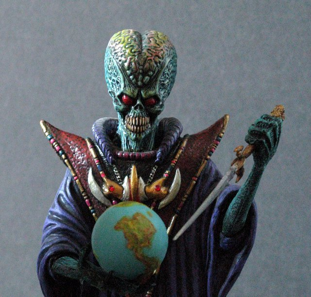 MARS ATTACKS - TWO EVIL MARTIAN LEADERS - PAINTED MODEL - 3
