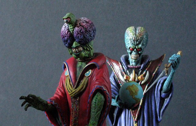 MARS ATTACKS - TWO EVIL MARTIAN LEADERS - PAINTED MODEL - 4