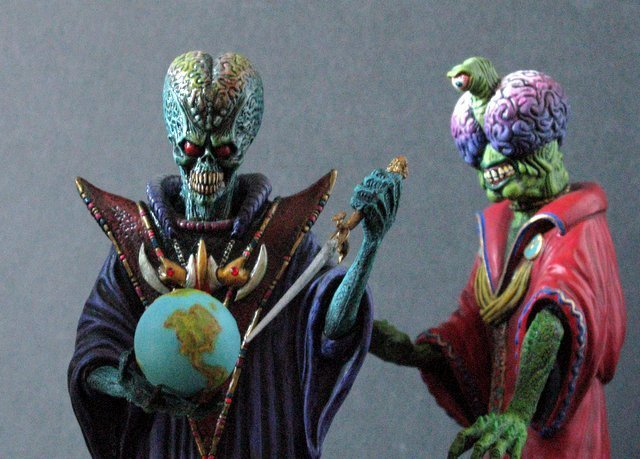 MARS ATTACKS - TWO EVIL MARTIAN LEADERS - PAINTED MODEL - 5