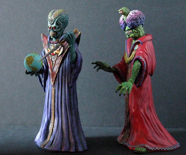 MARS ATTACKS - TWO EVIL MARTIAN LEADERS - PAINTED MODEL - 6