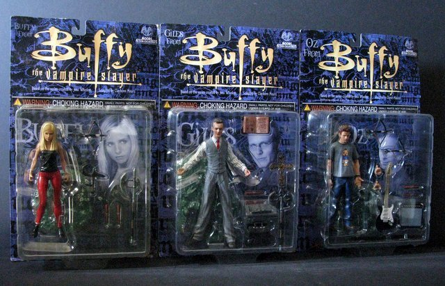 BUFFY THE VAMPIRE SLAYER - ACTON FIGURE LOT OF FOUR - - 3