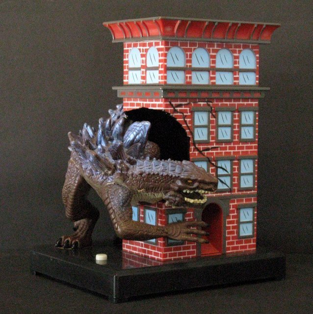 "GODZILLA 7"" GUMBALL BANK - Toy Quest 1998 - Godzilla - 4"