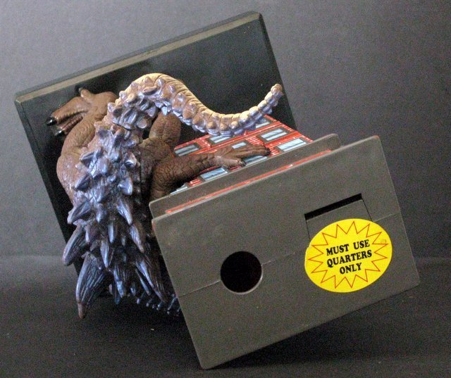"GODZILLA 7"" GUMBALL BANK - Toy Quest 1998 - Godzilla - 6"