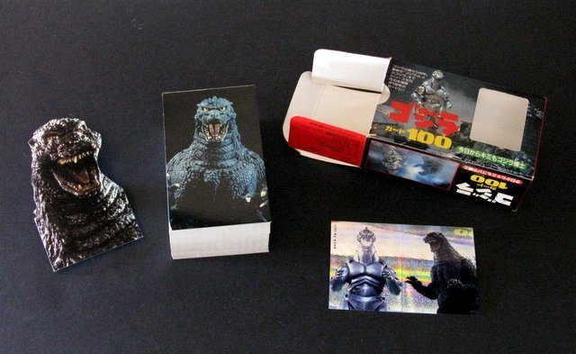 GODZILLA DELUXE BOXED CARD SET FROM JAPAN - 1993 - 100 - 2