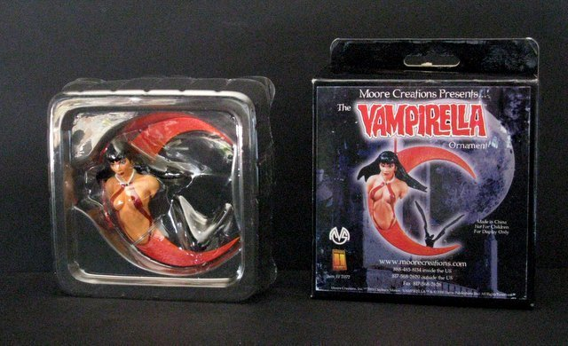 VAMPIRELLA TREE ORNAMENT - Moore Creations, 2001 -