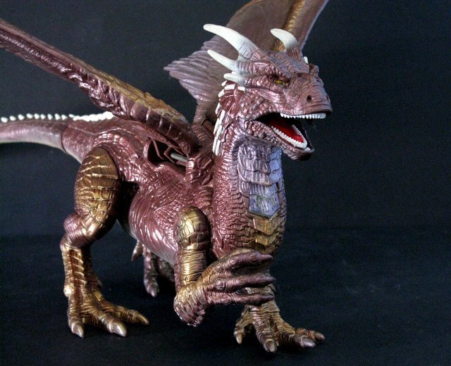 DRAGONHEART - LOT OF FOUR DRAGON FIGURES PLUS ONE BOX - - 5