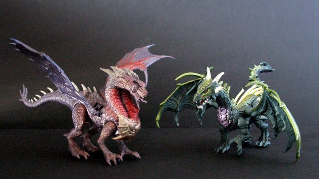 DRAGONHEART - LOT OF FOUR DRAGON FIGURES PLUS ONE BOX - - 6