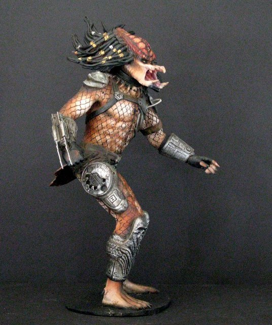 "PREDATOR ""The Hunter"" RARE PAINTED RESIN MODEL FROM - 3"