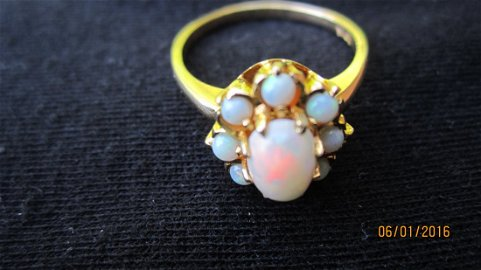 NICE 10K YELLOW GOLD RING WITH LARGE CENTER OVAL OPAL