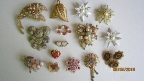 LOT OF 15 BROOCHES - MANY ARE SIGNED - EXC . COND