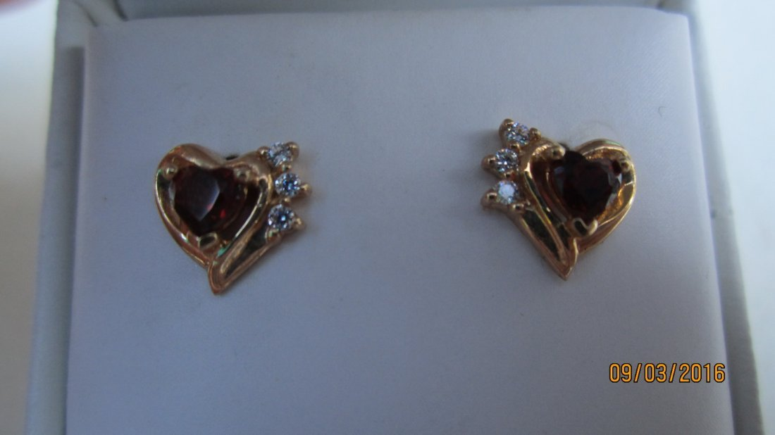 14K YELLOW GOLD EARRINGS W/ GARNETS - EXC. COND