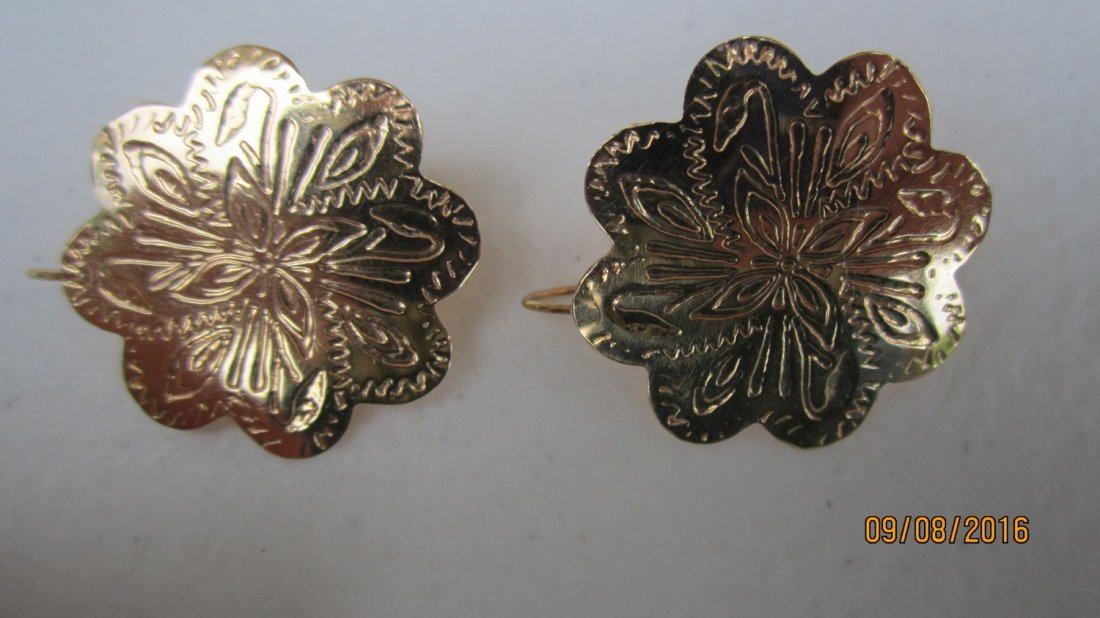 NICE PAIR OF 14K YELLOW GOLD ETCHED CARVED EARRINGS -