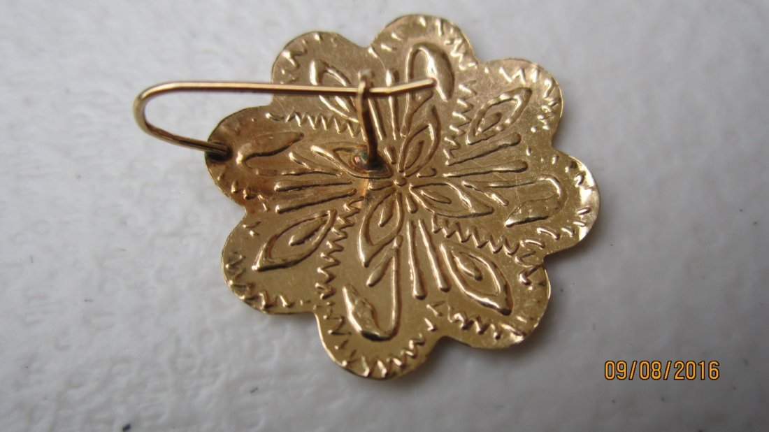 NICE PAIR OF 14K YELLOW GOLD ETCHED CARVED EARRINGS - - 3