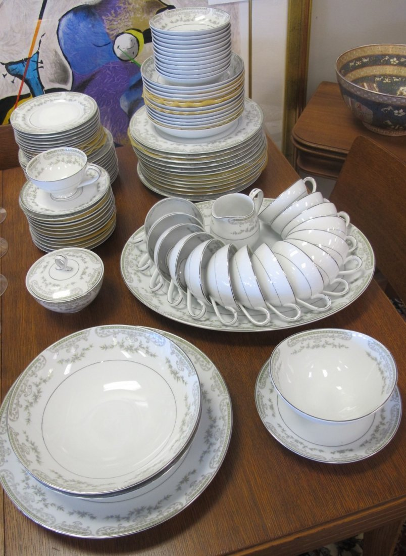 Mikasa Fine China, Japan Dinner Set to Include 12