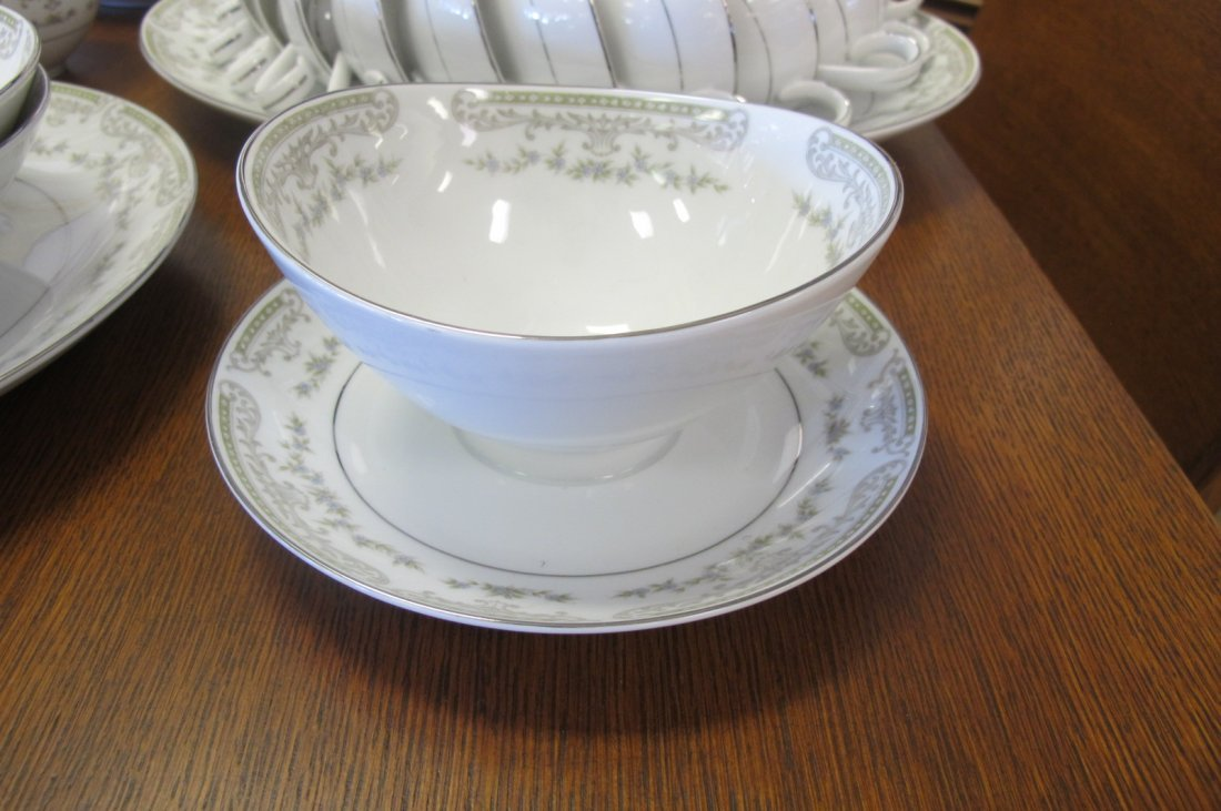 Mikasa Fine China, Japan Dinner Set to Include 12 - 2
