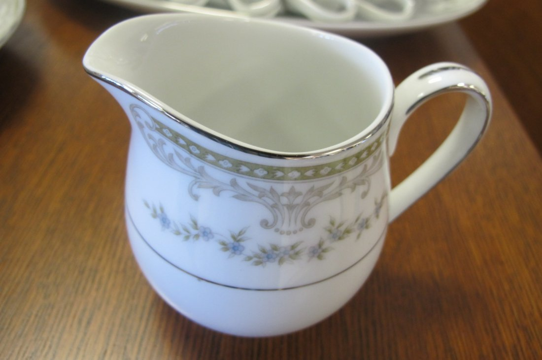Mikasa Fine China, Japan Dinner Set to Include 12 - 5