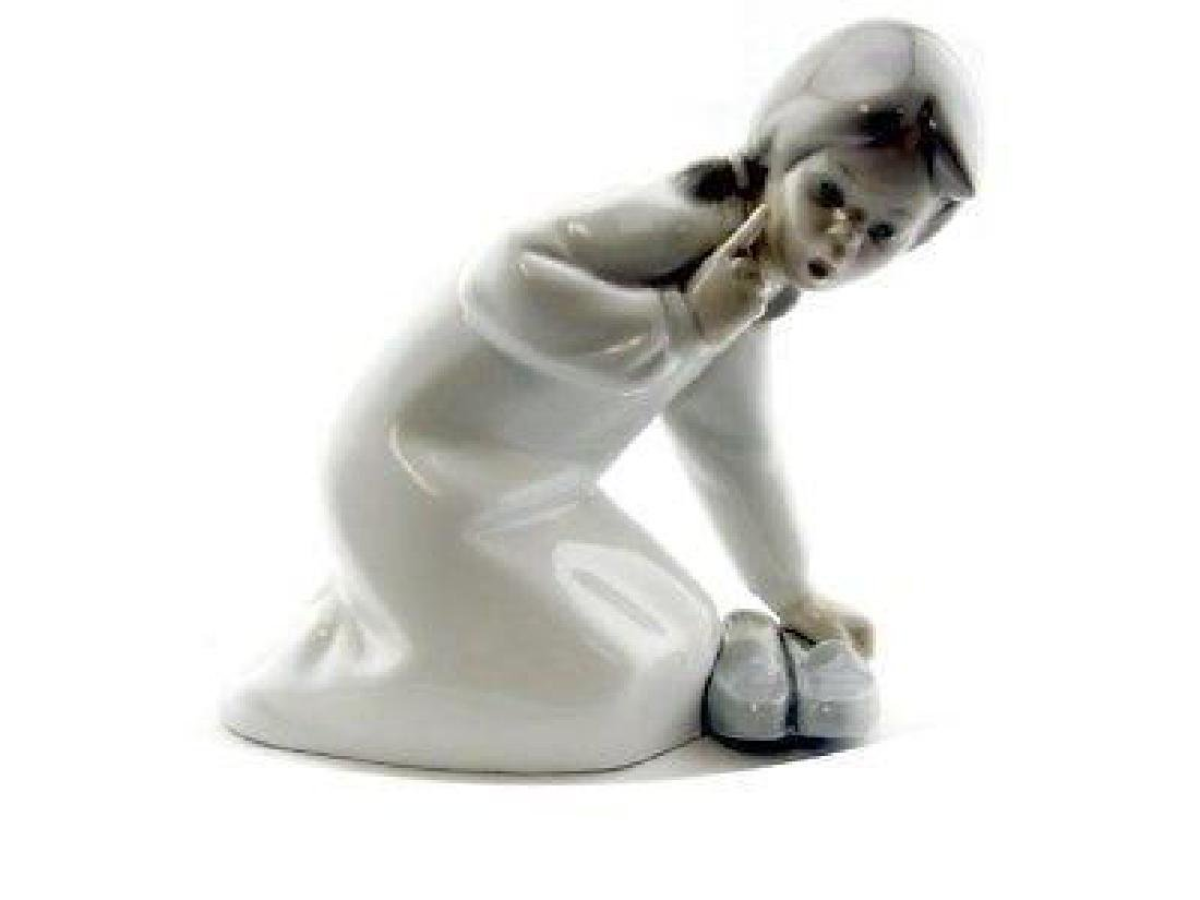 Lladro #4523 Girl with Slippers Figurine Retired