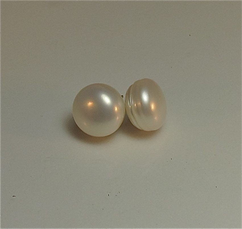 6: Mabe Pearl Earrings Silver Post